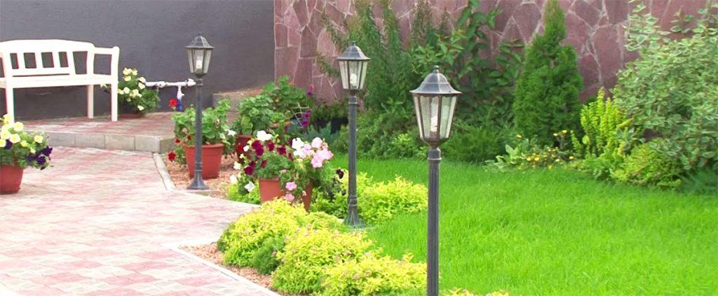Очищение и скарификация рулонного газона